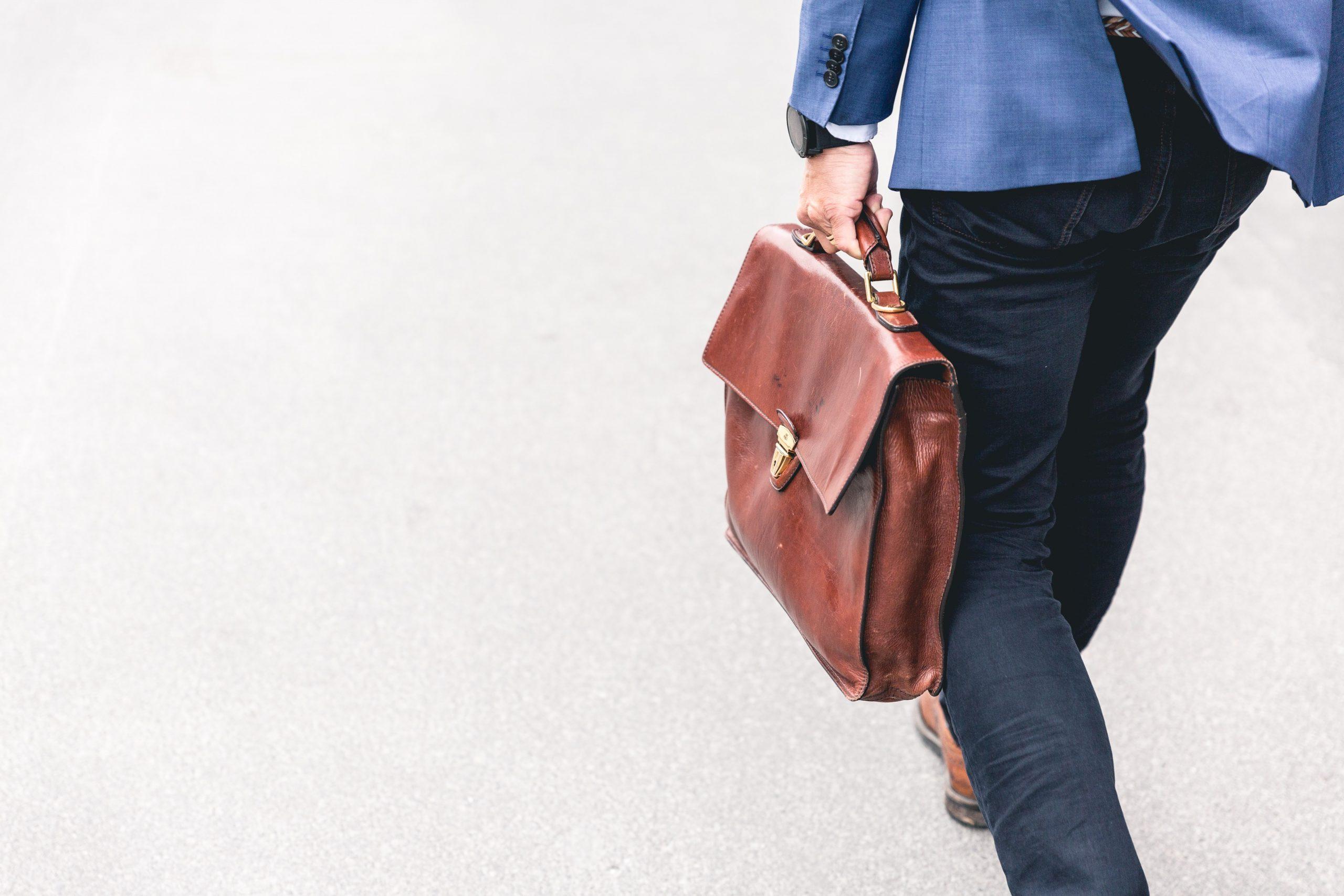 zakenman met tas